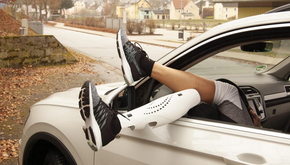 Bild Beine Auto
